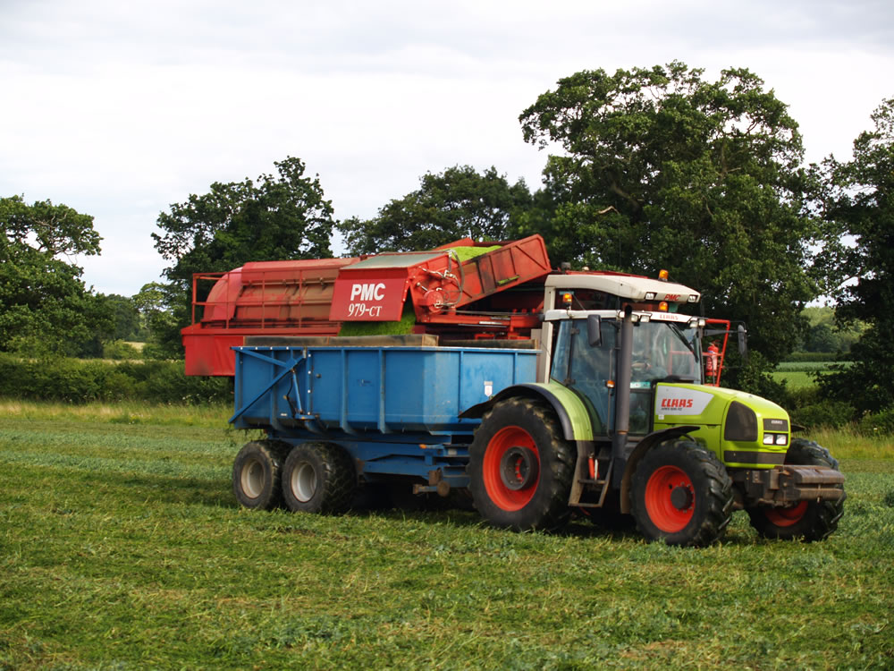 The hydraulic system moves the container of peas out and over the trailer